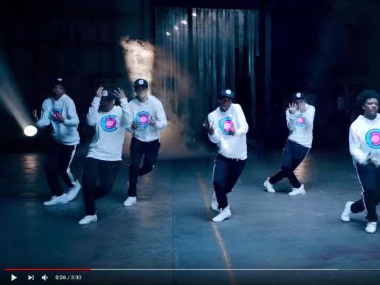 YouTube: Daddy Yankee - Con calma